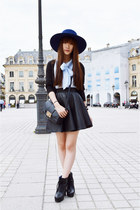 navy River Island hat - black asos skirt