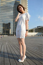 white Tobi dress - white zipia pumps