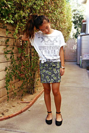 white graphic t-shirt - black pineapple H&M skirt - black ankle Cathy Jean flats