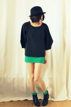 black geometric CrossWoodStore top