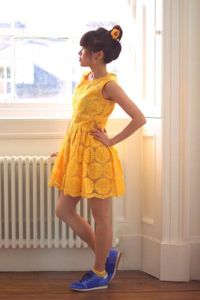 light yellow sunflower CrossWoodStore hair accessory