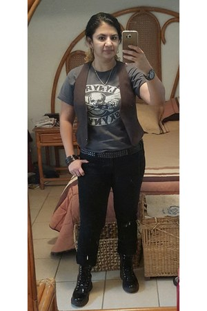 vintage t-shirt - Dr Martens boots - Zara jeans - Suburbia vest