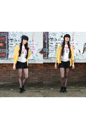 speckled print NY t-shirt - yellow st micheals shirt - patent nike sneakers