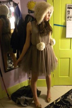 hat - H&M dress - peep- toe wedges
