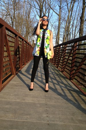 black Forever21 top - black Forever21 leggings - chartreuse Jessica Simpson bag