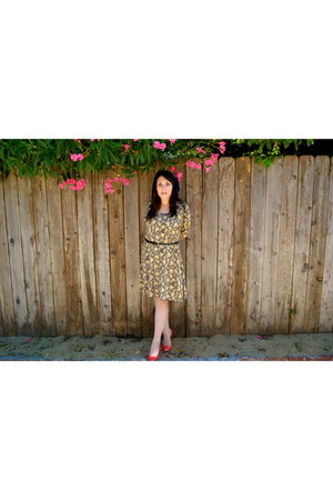 mustard flower pattern thrifted vintage dress - carrot orange bright colors Fion