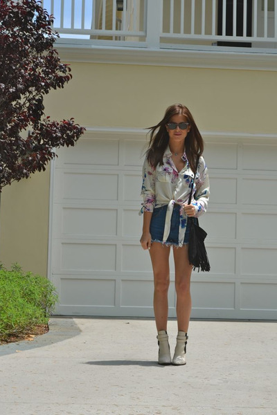 silk floral Yumi Kim blouse - Elizabeth and James boots