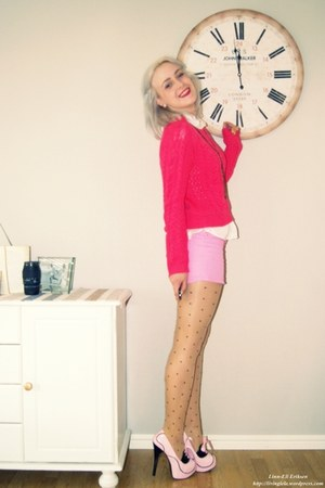 heels - shorts - jumper