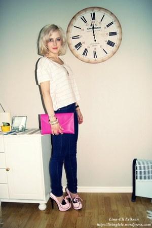 heels - jeans - t-shirt