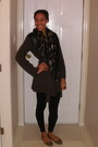 Dark-gray-scarf-shoes-hat-blue-notes-jacket