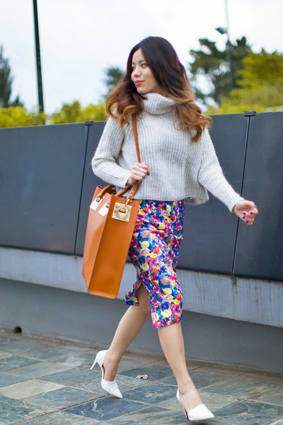 Zara skirt - beige Theory sweater - burnt orange retro Sophie Hulme bag