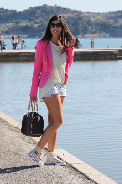 H&M blazer - Zara shirt - Louis Vuitton bag - Levis sneakers