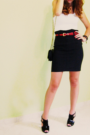 white c&a top - black skirt - black Passionare shoes - red belt - black c&a purs