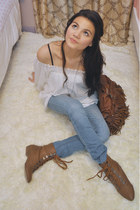 brown boots - white blouse