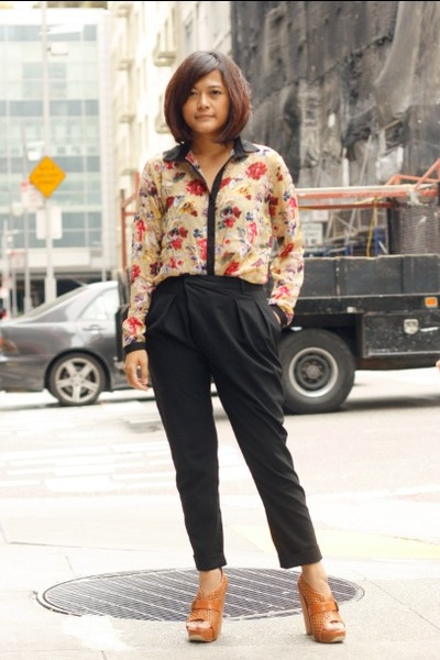 Love Martini blouse - Zara pants - Senso heels