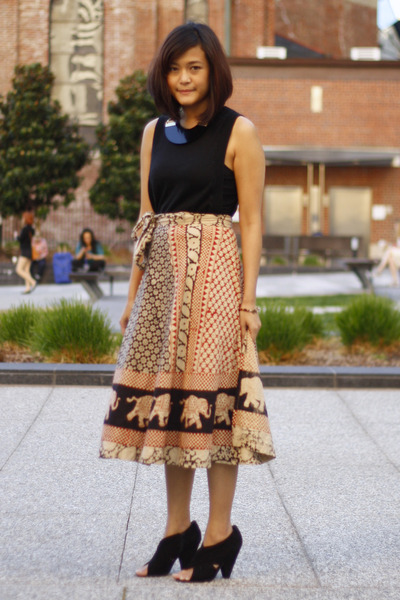 H&M necklace - Telltalehearts skirt