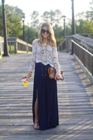 boho Blaque Label skirt - clutch tory burch bag - chic Prada sunglasses