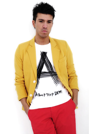 yellow Promotion blazer - Promotion t-shirt - red Ralph Lauren pants
