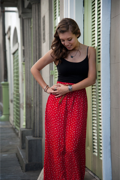 Red Floral Maxi Skirts, Brown Leather Korks Sandals, Black Tank ...