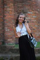 off white beaded Anthropologie top - gray telephone Betsey Johnson bag