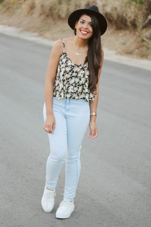 black floral print LA hearts top - light blue high waist Bullhead jeans
