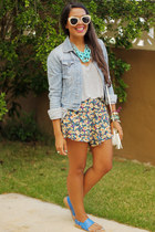light blue denim American Eagle jacket - cream floral print LA hearts shorts