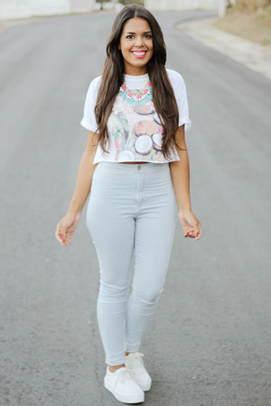 light blue high rise Bullhead pants - white graphic tee Zara top