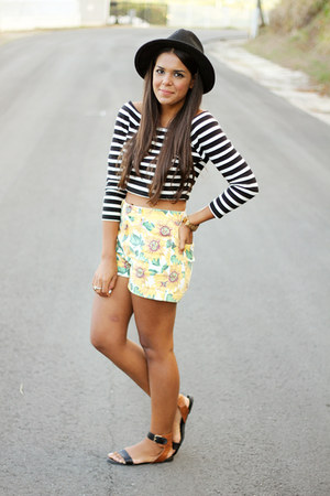 light yellow floral print Bullhead shorts - black striped Forever 21 top