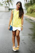 white asymmetrical Zara shorts - mustard jacquard print Zara top
