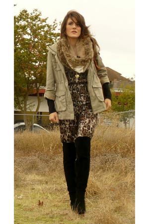 H&M jacket - Zara scarf - Zara purse - Mango jumper - Nine West boots