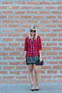 Red-old-navy-top-dark-gray-kohls-skirt-black-studded-sole-society-pumps