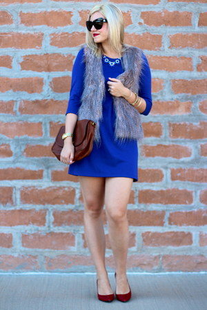 blue shift dress H&M dress - tan faux fur Poshmark vest