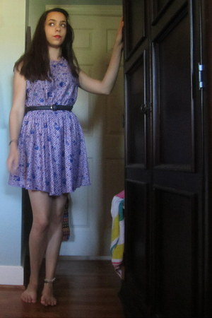light purple vintage dress - black leather coach belt