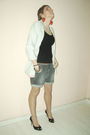 Zara shorts - black H&M top - Zara blazer - angel alarcon shoes