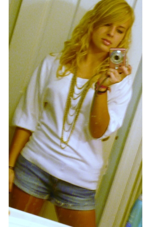 Charlotte Russe sweater - Forever21 necklace - Forever21 shorts