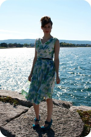 vintage dress - modcloth wedges - vintage belt