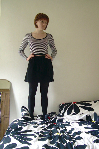 skirt - H&M belt - Primark t-shirt - UO shoes