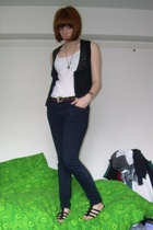 UO vest - aa top - Topshop jeans - Texas belt