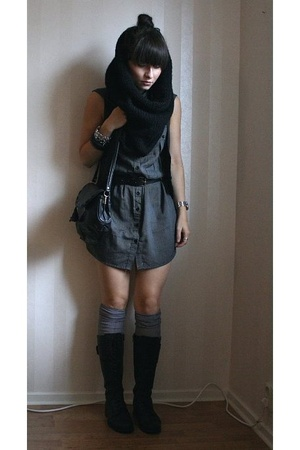 Indiska scarf - H&M dress - H&M vest - Din Sko shoes