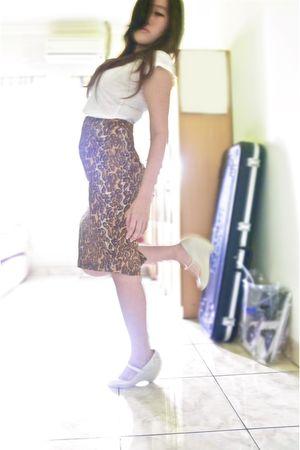 white Zara t-shirt - brown skirt - white wedges