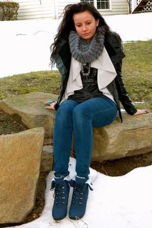 silver H&M cardigan - black BCBG jacket - gray shopnastygal scarf - gray Forever