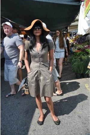 70s style Hallhuber hat - chanel-like H&M dress - killah flats