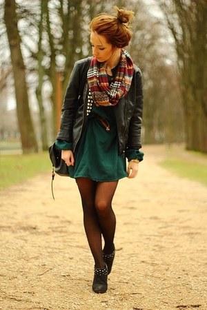 tan Topshop scarf