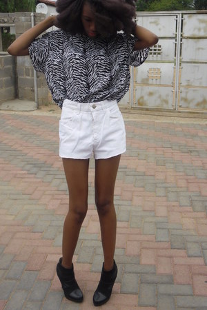 vintage James Cunn shirt - vintage ltd shorts - booties rage heels