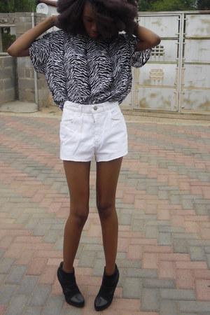 vintage James Cunn shirt - vintage ltd shorts - booties rage heels