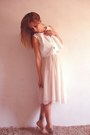 White-white-cropped-hnm-top-bronze-accesorize-necklace-peach-hnm-skirt-gol