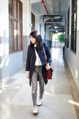 navy trench Ure coat - white 1461 Dr Martens shoes