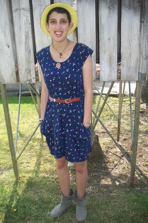 Target hat - Forever21 dress