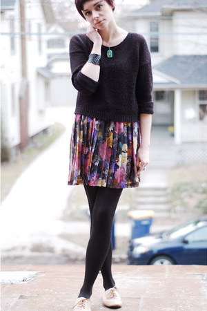 pink vintage skirt - tan Steve Madden shoes - black H&M sweater