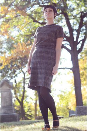 charcoal gray vintage dress - camel vintage shoes